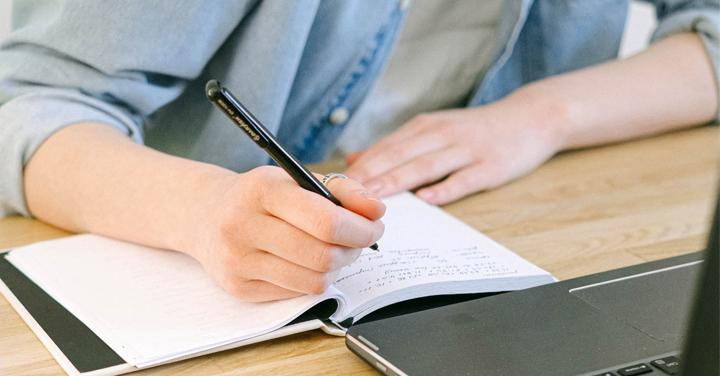 Laat jouw levensverhaal schrijven door een professionele schrijver