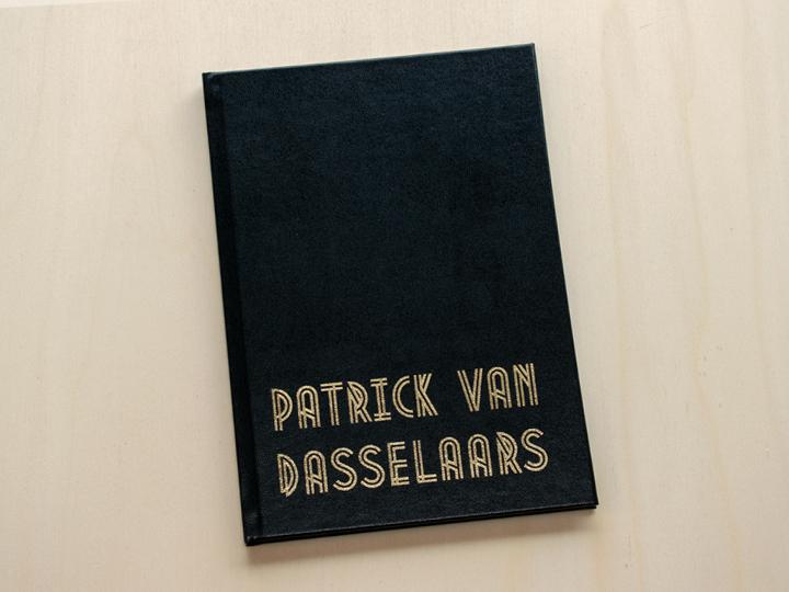 eigen boek met goud drukken